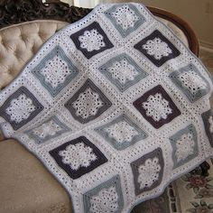 Crochet Guide: Woolly's Snowflake Square - Free Crochet Patterns