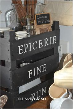 Pin Decor - Just another WordPress site Painted Furniture, Diy Furniture, Scandinavian Kitchen, Wooden Crates, Bottles And Jars, Diy Box, Home And Deco, Home Staging, Kitchen Remodel