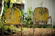 Ideas Vintage Metal Patio Furniture Summer For 2019 Refinished Patio Furniture, Spray Paint Furniture, Metal Patio Furniture, Diy Outdoor Furniture, Furniture Makeover, Painted Furniture, Outdoor Chairs, Outdoor Decor, Furniture Refinishing