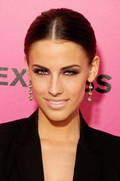 I love this look. Middle part, smokey eyes, pale lip, cute earrings and a classic blazer. Perfection.