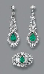 A PAIR OF ART DECO EMERALD AND DIAMOND EAR PENDANTS AND A RING