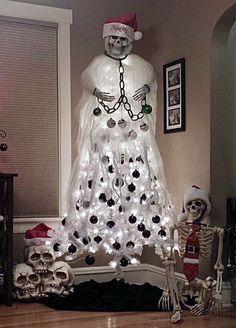 Halloween Christmas Tree, Christmas Tree Images, Unique Christmas Trees, Dark Christmas, Halloween Home Decor, Christmas Tree Themes, Diy Halloween Decorations, Spirit Halloween, Holidays Halloween