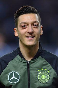 Mesut Özil #die Mannschaft 26.3.16 Best Football Players, Soccer Players, Football Soccer, Germany Football Team, Germany Team, Arsenal Players, Arsenal Fc, Ozil Mesut, Fifa 2014 World Cup