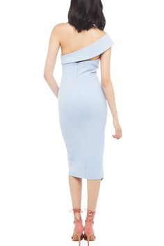 Don't be the last to trend this eye-catching dress! This chic bodycon dress features one shoulder, solid color, front slit and back zipper closure.