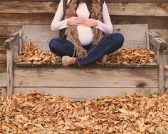 Love this autumn maternity pic idea. #babysfirstsapp