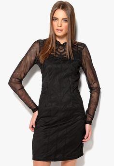 1b86a27b3716 Mönstrad klänning från VILA med transparent mesh. Klänningen har lång ärm  samt halvpolo och sprund
