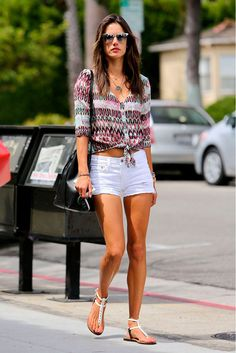 Alessandra Ambrosio wearing Mansur Gavriel Bucket Bag, Gypsy 05 Rhea Printed Silk Viole Tie Front Blouse and J Brand Vixen White Distressed Denim Shorts. Alessandra Ambrosio, Short Outfits, Cool Outfits, Summer Outfits, Traje Casual, Street Style, Distressed Denim Shorts, Bermuda, Star Fashion