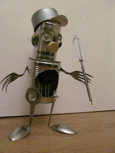 Robot made with recycled materials . Aluminum Can Crafts, Tin Can Crafts, Metal Crafts, Diy And Crafts, Crafts For Kids, Arts And Crafts, Recycled Robot, Recycled Crafts, Recycled Materials