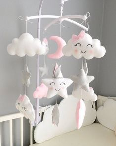 Indian star mobile Material: Feutrie and cotton. Colors: pink, gray and white. Baby Mobile Felt, Baby Crib Mobile, Felt Baby, Baby Cribs, Baby Mobiles, Star Mobile, Diy Mobile, Baby Bedroom, Baby Room Decor