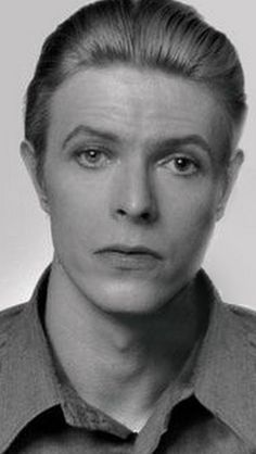 David Bowie--the suffering-fools-ungladly look. David Bowie Eyes, New York City, Bowie Starman, Marc Bolan, The Thin White Duke, Major Tom, Thing 1, Ziggy Stardust, David Jones
