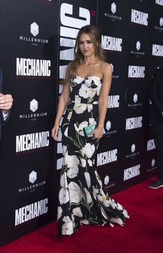 """Jessica Alba Photos Photos - Actress Jessica Alba attends the premiere of """"The Mechanic: Resurrection"""" in Hollywood, California, on August 22, 2016. / AFP / VALERIE MACON - Premiere of Summit Entertainment's 'Mechanic: Resurrection' - Arrivals"""