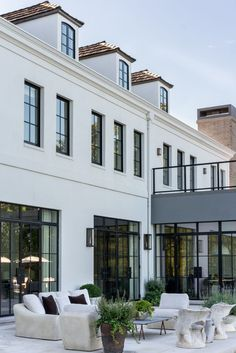designs exterior traditional Dream Home: A Modern French Provincial Overlooking Lake MichiganBECKI OWENS Lake Michigan, Dream House Exterior, House Exterior Design, Exterior Paint, Dream Home Design, Home Fashion, Fashion Goth, Ladies Fashion, Future House