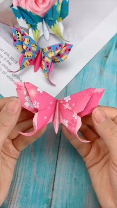 Diy Crafts Hacks, Diy Crafts For Gifts, Creative Crafts, Paper Crafts Origami, Paper Crafts For Kids, Paper Flowers Diy, Flower Crafts, Handmade Flowers, Instruções Origami