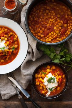 Kichererbsen-Stew mit Tomaten und Mais Chickpea stew with tomatoes and corn. 20 minutes, hearty and Ratatouille, Food Change, Veggie Recipes, Healthy Recipes, Chickpea Stew, Weird Food, Nutrition, Soups And Stews, Food Inspiration