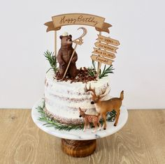 78 Classic Christmas Cake Decorating Ideas - Chicbetter Inspiration for Modern Women : Make sure you check out each of the cake ideas below. And get inspired and get some great ideas for your Christmas cake decorating ideas. Animal Birthday Cakes, First Birthday Cakes, One Year Birthday, Dessert Party, Christmas Cake Decorations, Christmas Desserts, Woodland Cake, Creative Cakes, Baby Shower Cakes