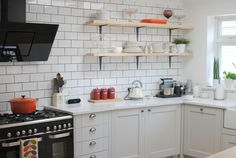 Howdens Burford Grey Kitchen with Quartz 'White Storm' worksurfaces