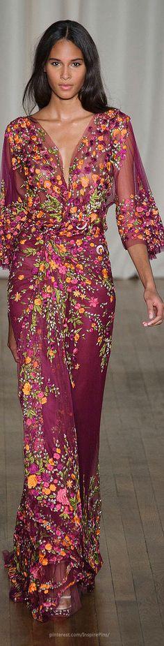 Combina tu pieza de Transparent Sculptural Jewelry/Pietra Unica Collection: Gargantilla de pequeñas cuentas de coral rosa con colgante de piedra de playa con un precioso vestido floral como el de Marchesa - London Spring 2015 http://www.stylebistro.com/runway/Marchesa/London+Fashion+Week+Spring+2015/browse