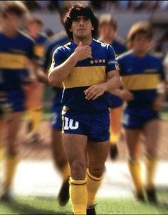 Maradona Tattoo, Diego Armando, Legends Football, My Dream Team, Paris Saint, Best Player, Football Players, Cots, Running Shoes