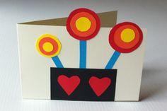 biglietto per la festa della mamma realizzato con i cartoncini colorati