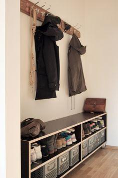 shoe caddy for entry Diy Furniture, Furniture Design, Hallway Flooring, Hallway Storage, Secret Rooms, Nordic Interior, Inside Design, Home Organization, Home Remodeling