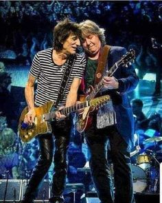Ronnie Wood (The Rolling Stones) and Mick Taylor (.The Rolling Stones) !, On Stage ! Rock N Roll, Rolling Stones Logo, Bill Wyman, Rollin Stones, Ron Woods, Play That Funky Music, Ronnie Wood, Stone World, Emotion
