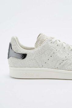 adidas - Baskets Stan Smith blanches et peau de serpent à talon métallisé