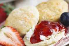 Light, fluffy and delicious = perfect scones! Biscuit Recipe, Tool Box, Hot Dog Buns, Scones, Biscuits, Cheesecake, Bread, Baking, Feather