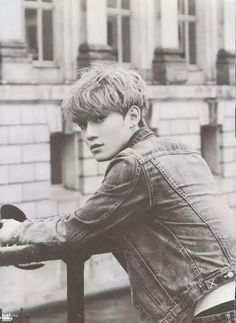 Chen, stop being so hot...ugh
