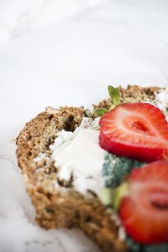 Der Low Carb Ernährungsplan mit 49 leckeren Rezepten inkl. Nährwerte als Low Carb eBook - so startest Du schnell und einfach durch & verlierst die ersten Kilos.