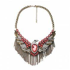 Collar étnico, encuentra más estilo de este accesorio dando aquí..http://www.1001consejos.com/top-10-de-collares-babero/