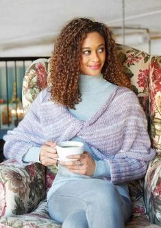 Lavender Wrapped Knit Sweater : Red Heart's done it again! What do you think of this unique knit sweater pattern? We adore the way it twists in the front. Knitted Mittens Pattern, Knit Mittens, Sweater Knitting Patterns, Knitting Sweaters, Knitting Ideas, Knitting Projects, Crochet Projects, Crochet Patterns, Loose Knit Sweaters