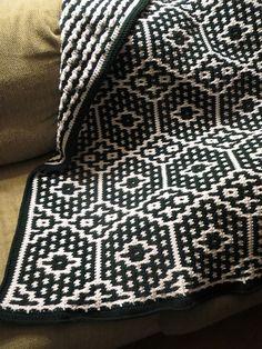 Diy Crafts - Ravelry: Pottery Throw Pattern by Margret Willson Crochet Afghans, Modern Crochet Blanket, Tapestry Crochet, Afghan Crochet Patterns, Crochet Stitches, Knitting Patterns, Crochet Home, Knit Or Crochet, Crochet Crafts