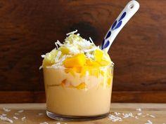 Yogurt and Tropical Fruit Parfait - QueRicaVida.com
