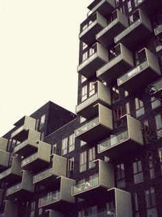 Merde! - Architecture