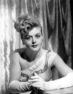 The Hollywood Living Legend: Look at the Beauty of Young Angela Lansbury From Between the and ~ vintage everyday Hollywood Stars, Old Hollywood Glamour, Golden Age Of Hollywood, Vintage Glamour, Vintage Hollywood, Classic Hollywood, Hollywood Divas, Hollywood Icons, Hollywood Fashion