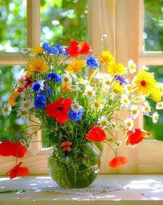 Trendy Ideas for flowers red bouquet Fresh Flowers, Spring Flowers, Wild Flowers, Beautiful Flowers, Spring Bouquet, Yellow Flowers, Beautiful Flower Arrangements, Floral Arrangements, Bloom