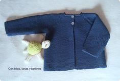 Con hilos, lanas y botones: Chaqueta punto bobo para bebé paso a paso Baby Knitting Patterns, Free Knitting, Baby Kimono, Baby Cardigan, Baby Sweaters, Crochet Baby, Knitwear, Clothes, David