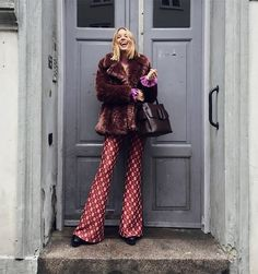 This week is all about faux furs, wide-leg trousers, splashes of bright colours, glittery socks and beige/pink tones. Which of these stylish ladies' looks is your HANNA STEFANSSON . 70s Fashion, Look Fashion, Winter Fashion, Girl Fashion, Vintage Fashion, Fashion Outfits, Fashion Blogs, Fashion Clothes, Street Fashion