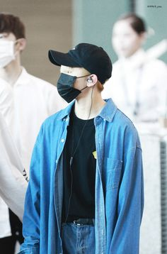 seventeen woozi airport fashion