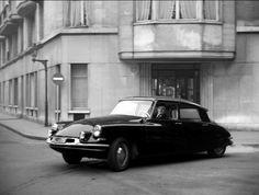Pure class and design clasdic 1957 Citroën DS 19 #cars