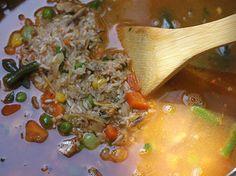 Una receta vibrante, colorida... Combina el arroz, el sabor del pescado y saludables vegetales. Una receta muy sabrosa, fácil de preparar y con ingredientes que todos tenemos en casa. A disfrutar!