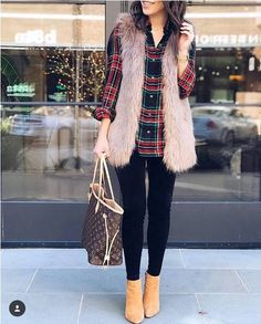 Faux fur vests are super popular this year (and animal friendly)! Check out these 28 lovely ideas of how to style a faux fur vest while staying warm. Teen Winter Outfits, Cute Fall Outfits, Casual Outfits, Fashion Outfits, Womens Fashion, Fashion Trends, December Outfits, Fur Vest Outfits, Winter Mode
