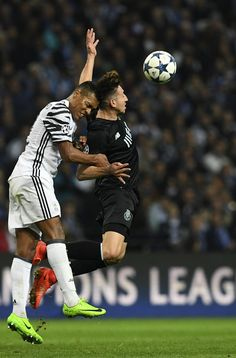 Juventus' Brazilian defender Alex Sandro (L) vies with Porto's Mexican midfielder Hector Herrera during the UEFA Champions League round of 16 second leg football match FC Porto vs Juventus at the Dragao stadium in Porto on February 22, 2017. / AFP / FRANCISCO LEONG