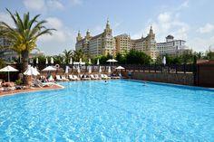 Der Palast im Hintergrund ist ein Hotel Antalya, Liberty, Outdoor Decor, Vacation, Political Freedom, Freedom