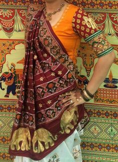 Maharani style wrap is an imperial style scratched in the realm of design for the class, complexity, brilliance and superbness it parades. Saree Draping Styles, Saree Styles, Blouse Styles, Indian Dresses, Indian Outfits, Saree Blouse Neck Designs, Blouse Patterns, Sewing Patterns, Indian Attire