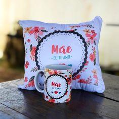 A imagem pode conter: área interna Shared Folder, Wedding Bridesmaids, Ideas Para, Valentines, Mugs, Pillows, Tableware, Gifts, Diy