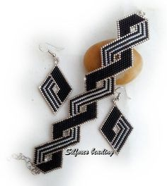 Bracelet, Earrings- ZigZag Diamonds from Silfoxes Beading Bead Jewellery, Seed Bead Jewelry, Seed Bead Earrings, Beaded Earrings, Beaded Braclets, Beaded Bracelet Patterns, Seed Bead Bracelets, Loom Bracelets, Jewelry Making Tutorials