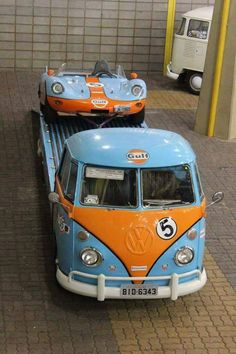 Gulf – Such is the interest in the Gold colours, that many amateurs around the world decide to use these familiar race colours. Volkswagen Bus, Vw T1, Vw Cars, Race Cars, Vintage Racing, Vintage Cars, Kombi Pick Up, Transporter T3, Kdf Wagen