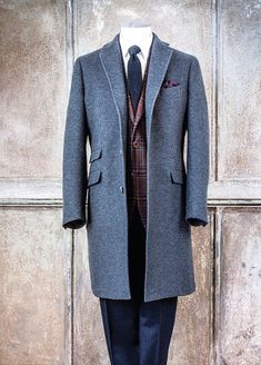 Luciano Barbera again. Sharp Dressed Man, Well Dressed Men, Mens Fashion Suits, Mens Suits, Style Costume Homme, Mode Man, Mens Overcoat, Look Formal, Designer Suits For Men
