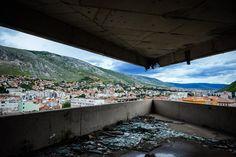 sniper-tower-mostar-abandoned-bank.jpg (1024×683)